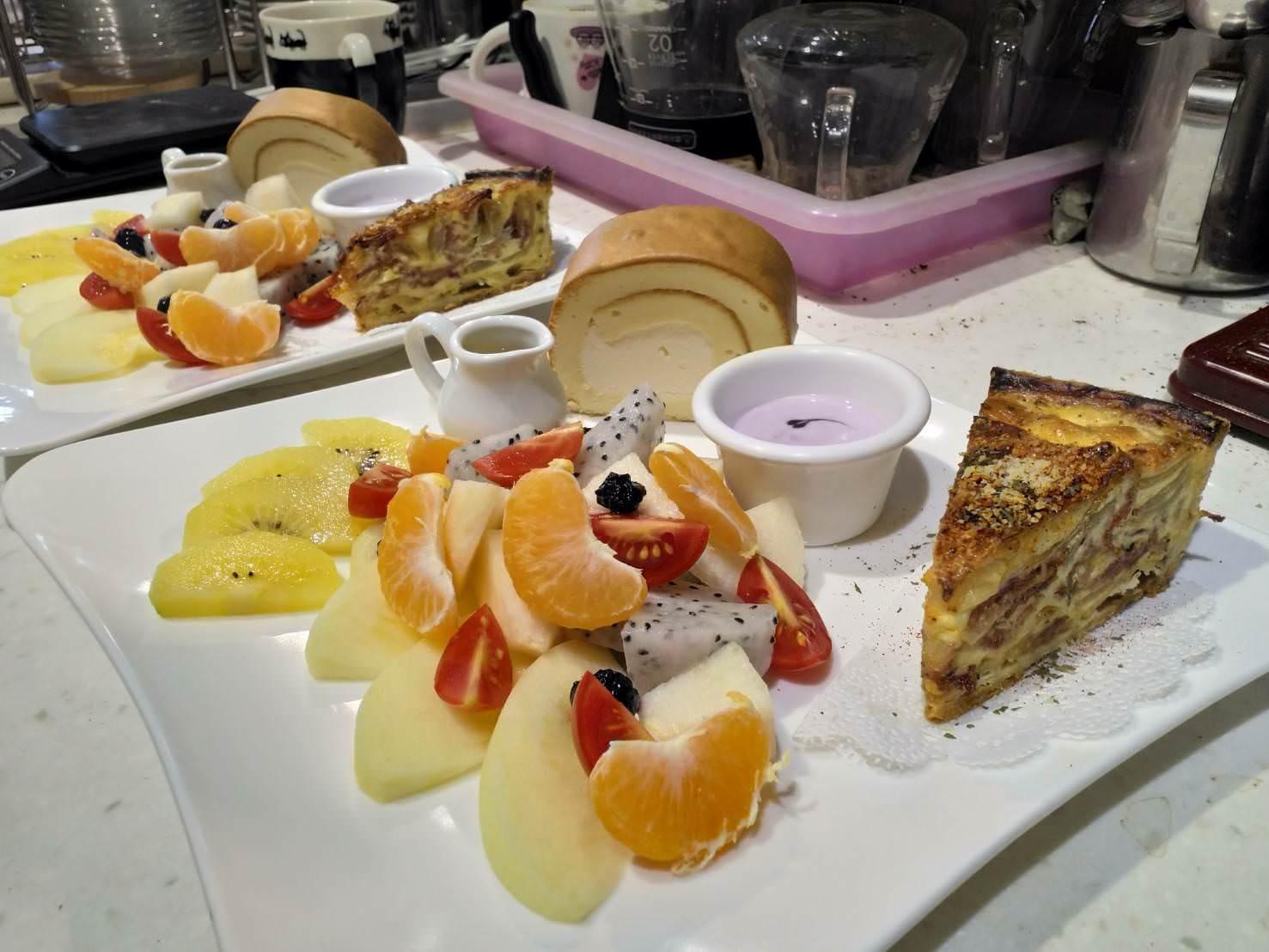 黑貓月亮咖啡館鹹派與水果餐點