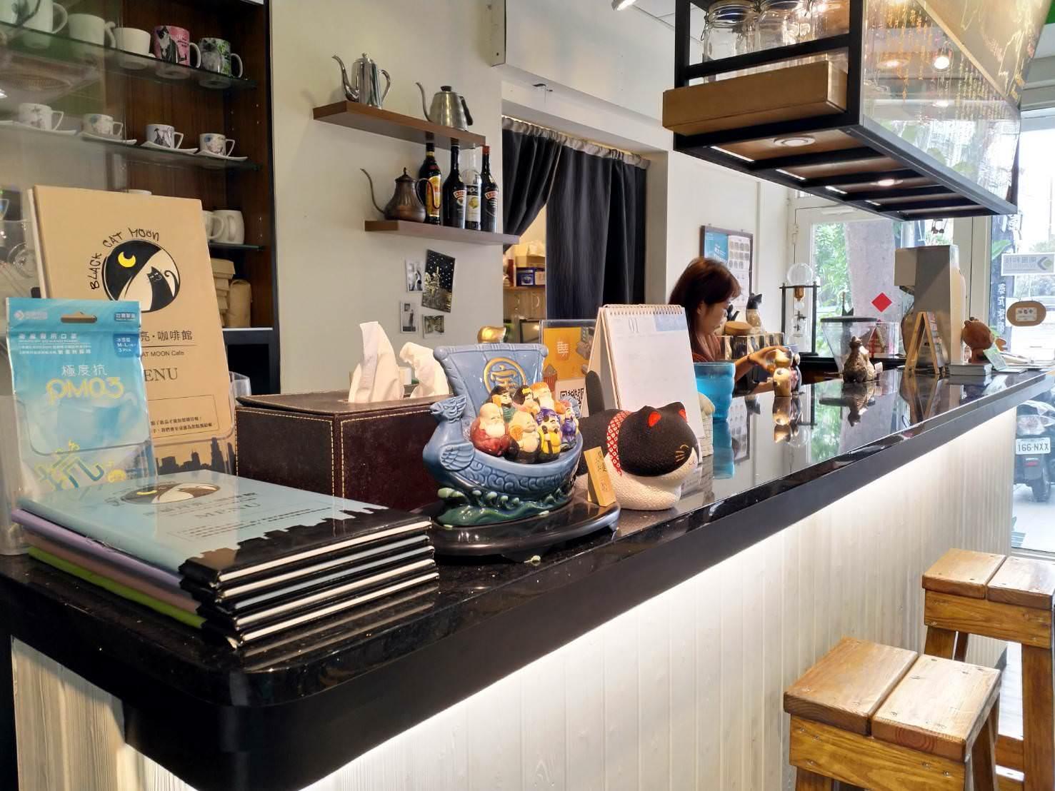 黑貓月亮咖啡館吧檯